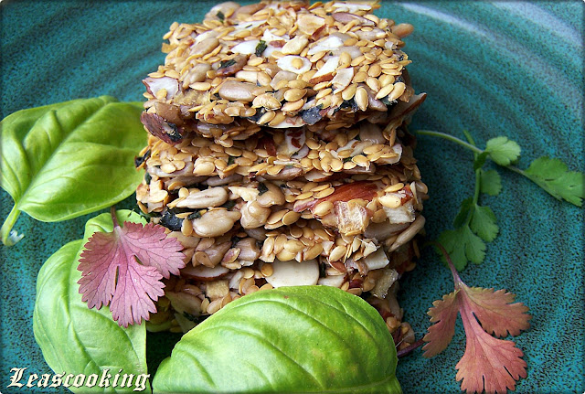 Reasons Why We Should Include Flaxseeds Into Our Diet